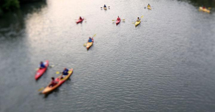 kayak-on-the-river